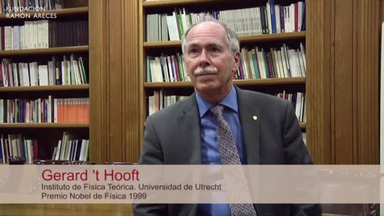 Gerard 't Hooft, Premio Nobel de Física 1999, del Instituto de Física Teórica de la Universidad de Utrecht, visitó el 8 de octubre, de 2018 la Fundación Ramón Areces para hablarnos de 'Cómo los agujeros negros nos pueden ayudar en la búsqueda de una Teoría del Todo'. Esta conferencia estuvo organizada en colaboración con la Real Sociedad Española de Física.